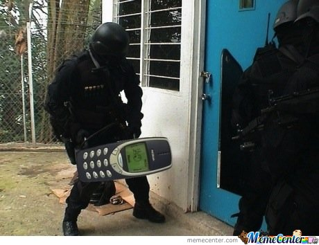:Cop Breaking Door With 3310