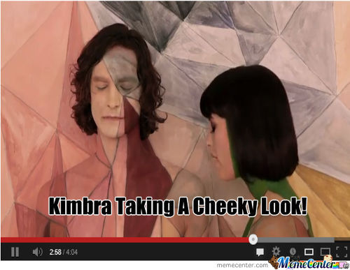 Kimbra Taking A Cheeky Look!