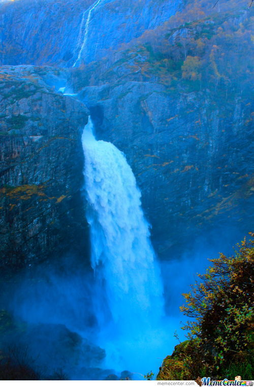 Beautiful Waterfall In Norway :d