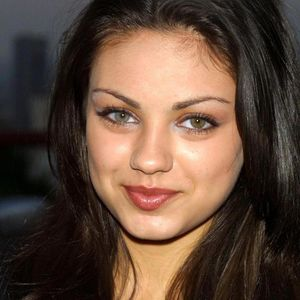 colored eyes kunis different Mila